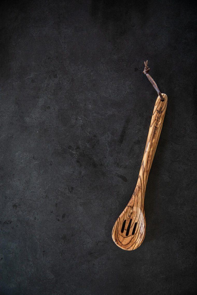 Round spoon slots